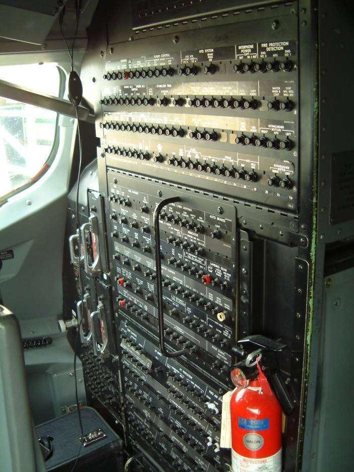 Boeing 737 Cockpit Circuit Breakers Rear Bulkhead Glb